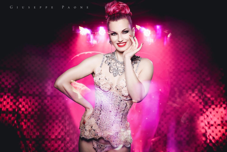 """Il burlesque di Lady Roberta Kent a """"Il Salotto del Mago"""""""