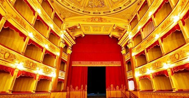 f32f0fdad39d80024432df1881fb3307ae51bd2a-teatro-vittorio-emanuele-messina-jpg-652-1552998083-1633201096.jpg