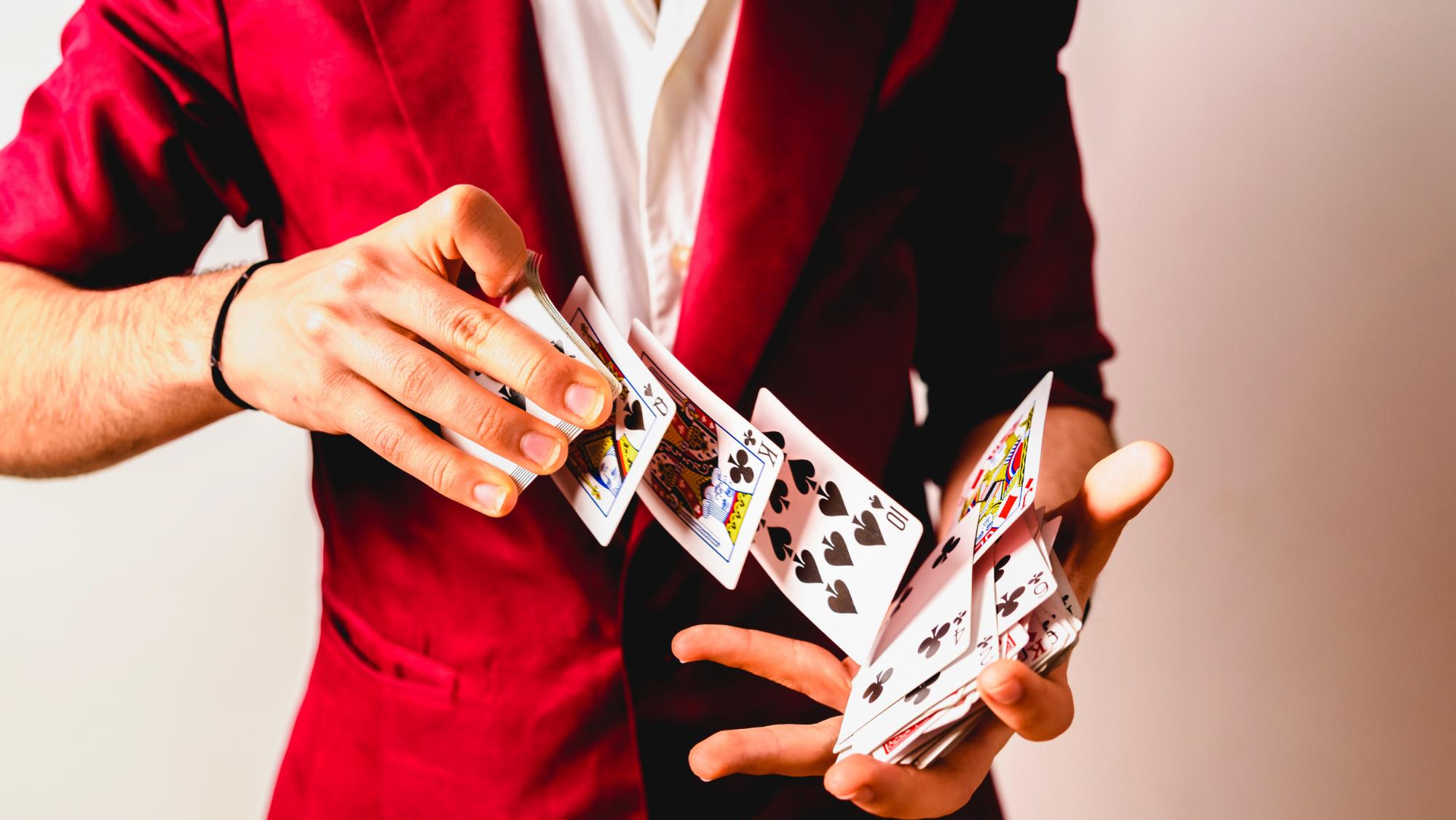 Impara a stupire con i giochi di prestigio, arriva la Sicily Magic Academy